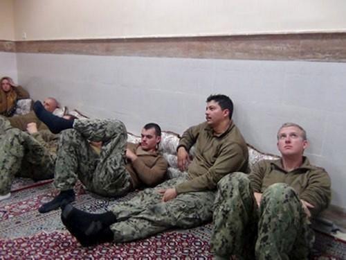 10 thủy thủ Mỹ bị Iran bắt đã làm lộ tin mật - Ảnh 1