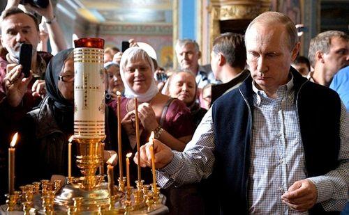Ông Putin đến tu viện cầu nguyện cho binh sĩ hy sinh tại Syria - Ảnh 1