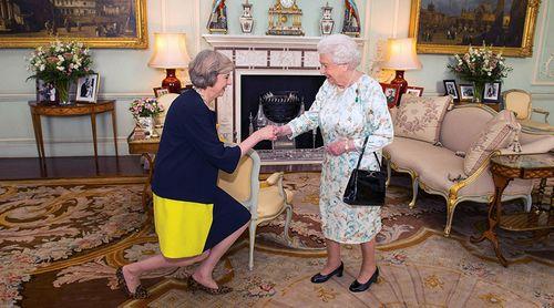 Bà Theresa May tuyên thệ nhậm chức thủ tướng Anh - Ảnh 1