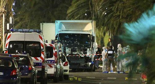 Bệnh viện tiếp nhận 50 trẻ em sau vụ khủng bố ngày Quốc khánh Pháp - Ảnh 1