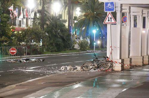 Tổng thống Pháp: Vụ xe tải đâm đám đông ở Nice là tấn công khủng bố - Ảnh 1