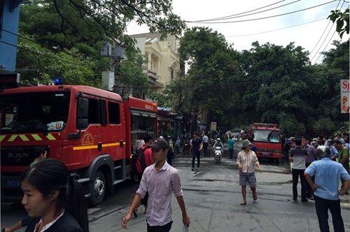 5 bình gas ở Sài Gòn bốc cháy, nhiều người tháo chạy - Ảnh 1