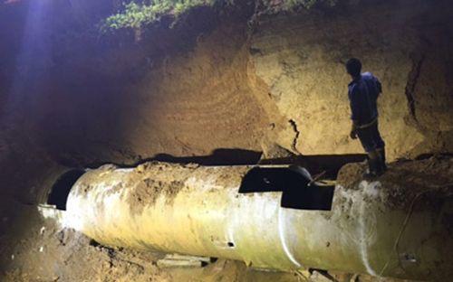 Đường ống sông Đà vỡ lần thứ 18: Không có thời gian tìm nguyên nhân - Ảnh 1