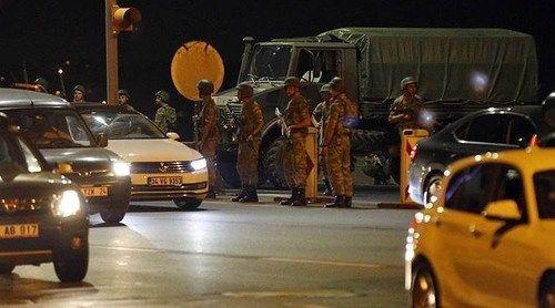 Quân đội Thổ Nhĩ Kỳ đảo chính, hơn 190 người chết - Ảnh 11