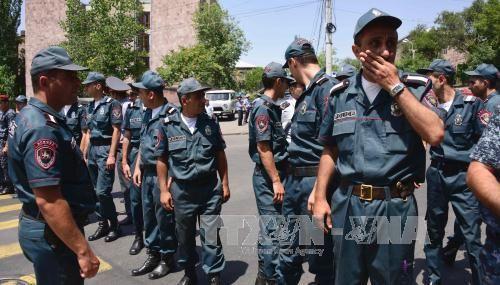 Thương lượng giải thoát con tin trong vụ bạo loạn ở Armenia - Ảnh 1