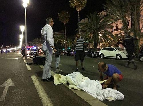 Pháp tổng động viên lực lượng an ninh dự bị sau vụ tấn công đẫm máu - Ảnh 1
