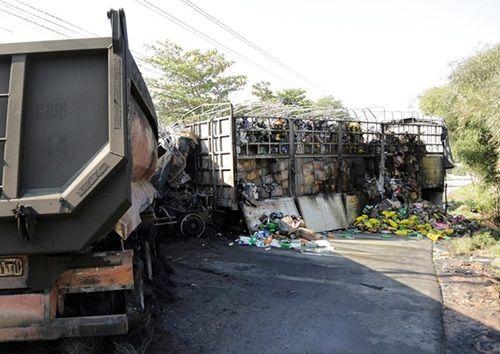Hai ô tô phát nổ sau tai nạn, 2 người tử vong tại chỗ - Ảnh 1