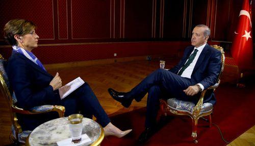 Tổng thống Thổ Nhĩ Kỳ kể chuyện suýt chết trên chuyên cơ bị ngắm bắn - Ảnh 1