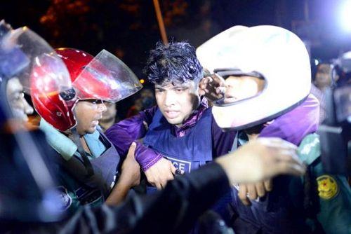IS tấn công, bắt cóc con tin tại khu ngoại giao thủ đô Bangladesh - Ảnh 1