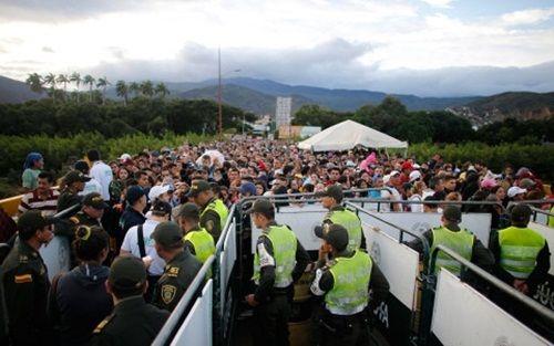 Khủng hoảng Venezuela: Từ thiên đường rơi thẳng xuống địa ngục - Ảnh 1