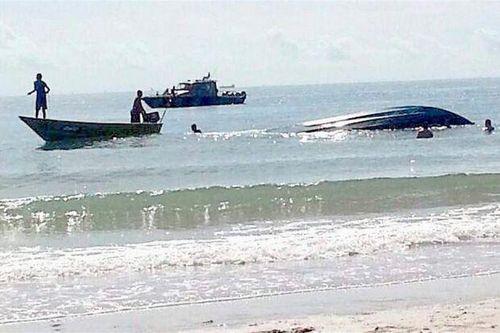 Lật thuyền ở Malaysia, 8 người chết - Ảnh 1