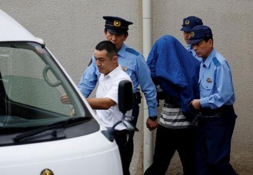 Cảnh sát Nhật Bản đột kích nhà nghi phạm trong vụ tấn công bằng dao - Ảnh 1