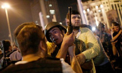 Thổ Nhĩ Kỳ thả tự do cho 758 binh sĩ và cảnh sát - Ảnh 1