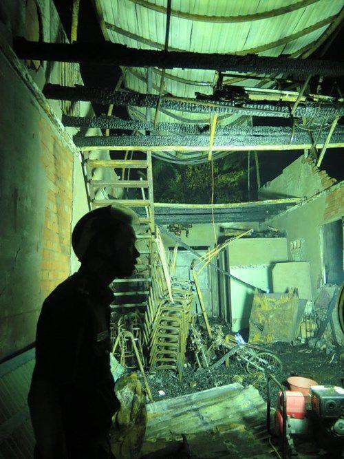 Hỗ trợ gia đình có 6 người thiệt mạng trong vụ cháy lớn ở Cà Mau - Ảnh 2