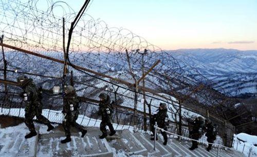 Hàn Quốc tố Triều Tiên chôn 4.000 quả mìn ở biên giới liên Triều - Ảnh 1