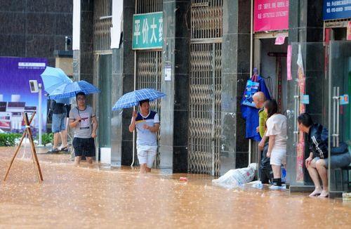 Lũ lụt kinh hoàng ở  Trung Quốc, hơn 200 người thiệt mạng - Ảnh 1