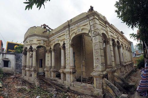 Hàng loạt biệt thự cổ hơn 100 năm tuổi ở TP.HCM bị đập bỏ - Ảnh 1