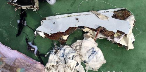 Phi công MS804 đã cố dập lửa trước khi máy bay rơi - Ảnh 1