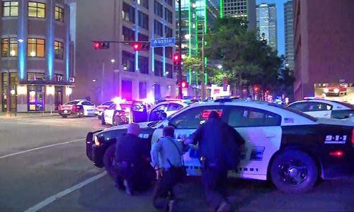 Mỹ: 11 cảnh sát bị bắn tỉa, 5 người thiệt mạng - Ảnh 4