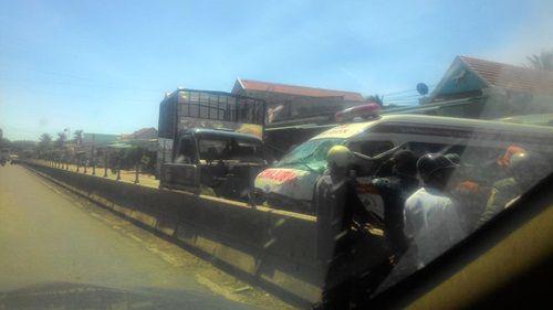 Xe cứu thương và xe tải tông nhau, 2 người bị thương nặng - Ảnh 1