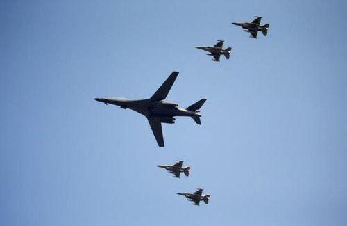 Mỹ dùng máy bay ném bom chiến lược siêu thanh B-1 dọa Triều Tiên - Ảnh 1