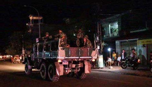 Campuchia điều xe quân sự bao vây trụ sở đảng đối lập - Ảnh 1