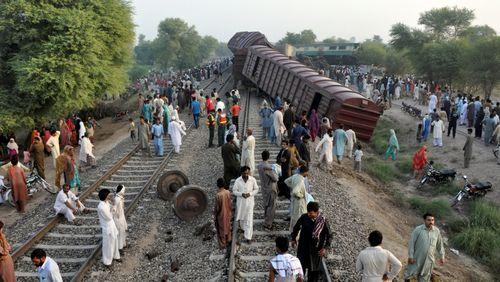 Tai nạn tàu hỏa kinh hoàng tại Pakistan, hơn 150 người thương vong - Ảnh 1