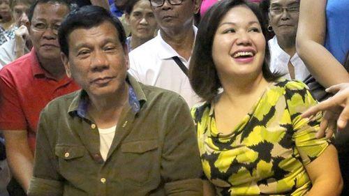 Chuyện tình vị tổng thống cứng rắn của Philippines - Ảnh 3
