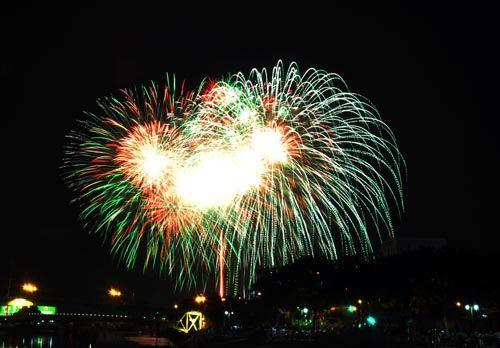 Pháo hoa lung linh trên bầu trời TP HCM mừng Quốc khánh - Ảnh 1