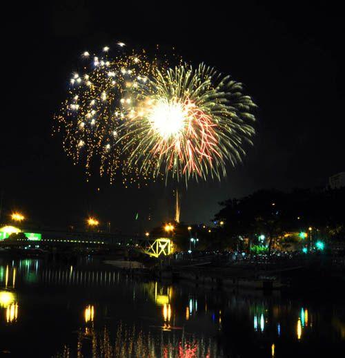 Pháo hoa lung linh trên bầu trời TP HCM mừng Quốc khánh - Ảnh 3