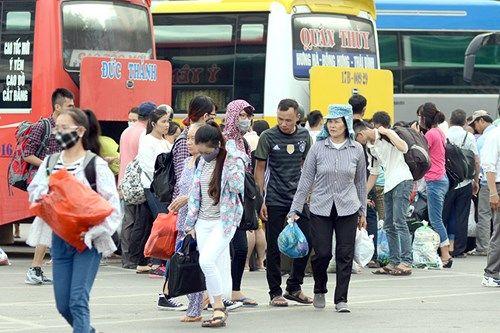 Người dân lỉnh kỉnh đồ đạc trở về Thủ đô sau nghỉ lễ - Ảnh 5