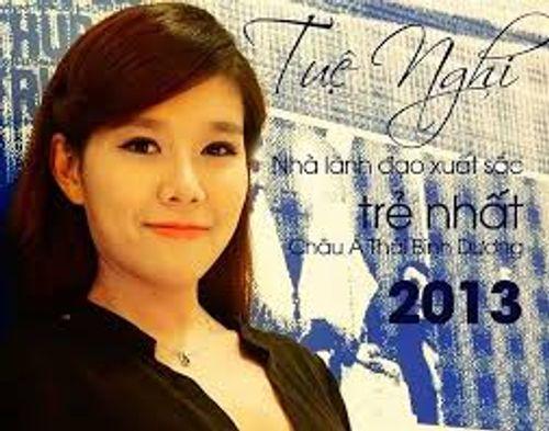 """Những mỹ nữ """"nổi như cồn""""  trên sàn chứng khoán Việt - Ảnh 3"""