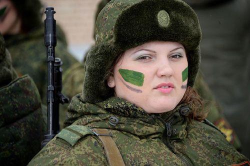 Vẻ đẹp nữ binh Nga dưới lớp quân trang - Ảnh 5
