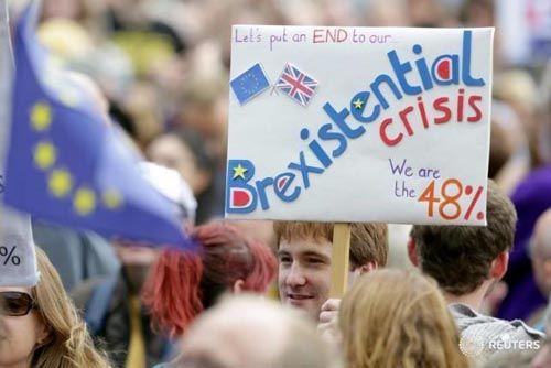 Hơn 4 triệu người đòi bỏ phiếu lại, Chính phủ Anh vẫn nhất quyết rời EU - Ảnh 1