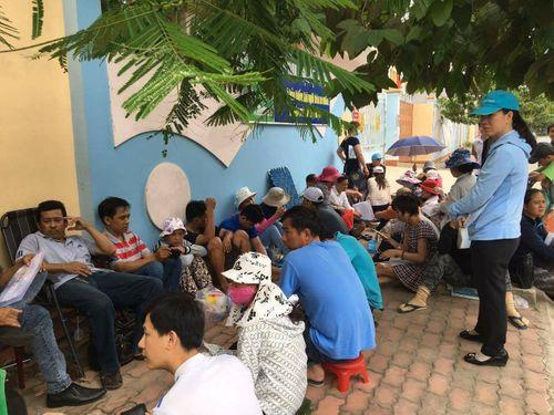 TP. Hồ Chí Minh: Phụ huynh trắng đêm xếp hàng nhập học mẫu giáo cho con - Ảnh 5