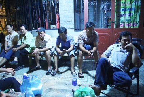TP. Hồ Chí Minh: Phụ huynh trắng đêm xếp hàng nhập học mẫu giáo cho con - Ảnh 3