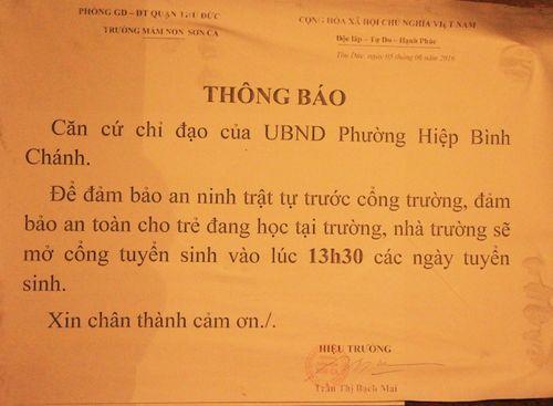 TP. Hồ Chí Minh: Phụ huynh trắng đêm xếp hàng nhập học mẫu giáo cho con - Ảnh 2