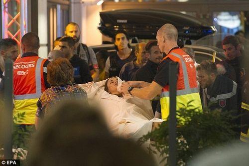 Một em bé chào đời trong vụ khủng bố tại Pháp - Ảnh 1