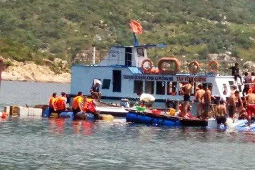 Sập nhà hàng nổi ở Ninh Thuận: Tránh bỏ sót nạn nhân bị chìm - Ảnh 1