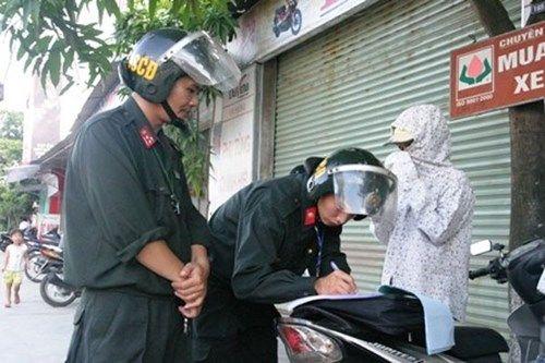 Cảnh sát cơ động Hà Nội ra quân xử lý vi phạm về mũ bảo hiểm từ ngày 1/8 - Ảnh 1