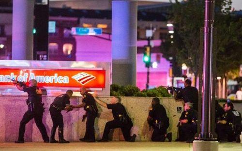 Hiện trường kinh hoàng vụ bắn tỉa khiến 5 cảnh sát Mỹ thiệt mạng - Ảnh 4