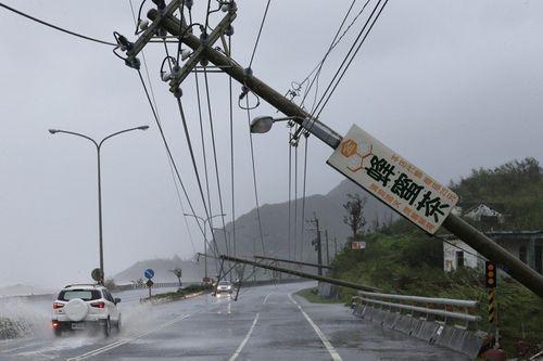 Siêu bão Meranti mạnh nhất thế giới đổ bộ, Đài Loan tan hoang - Ảnh 2