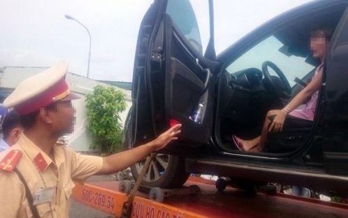 Nữ tài xế bị cẩu cả người và xe: Bị khiếp sợ muốn kiện CSGT - Ảnh 1