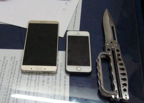 Gã nghiện liều lĩnh rút dao cướp iPhone ngay giữa quận 1 - Ảnh 2