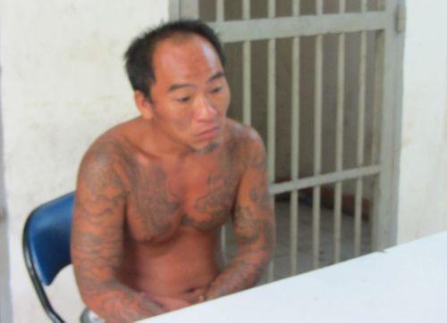 Gã nghiện liều lĩnh rút dao cướp iPhone ngay giữa quận 1 - Ảnh 1