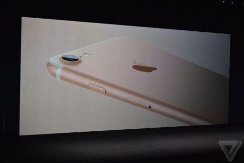 Apple ra mắt iPhone 7: Khen lắm, chê cũng nhiều - Ảnh 2