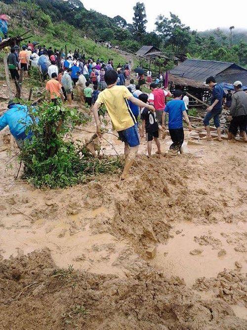 Nóng: Lở đất, 7 người mất tích khi đi hái măng rừng - Ảnh 1
