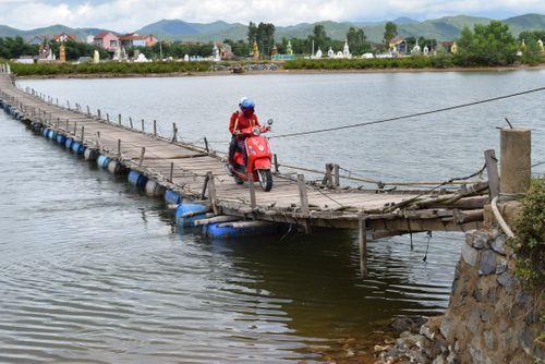 Về nơi 1.000 người thường bị cô lập trên đảo giữa sông Gianh - Ảnh 1