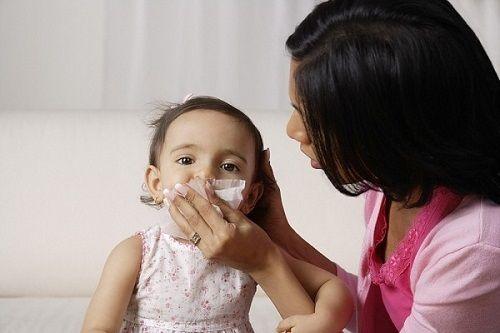 Tuyệt chiêu phòng bệnh hô hấp cho bé khi giao mùa - Ảnh 1