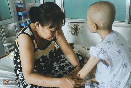 Xót xa bé gái ung thư bị bỏ rơi được mẹ nuôi chăm sóc - Ảnh 2